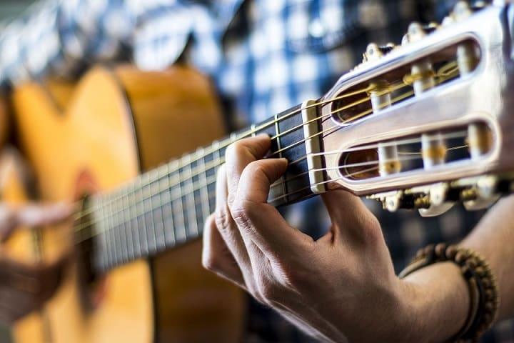 La guitare en ligne cours de guitare pour débutants Alexandre